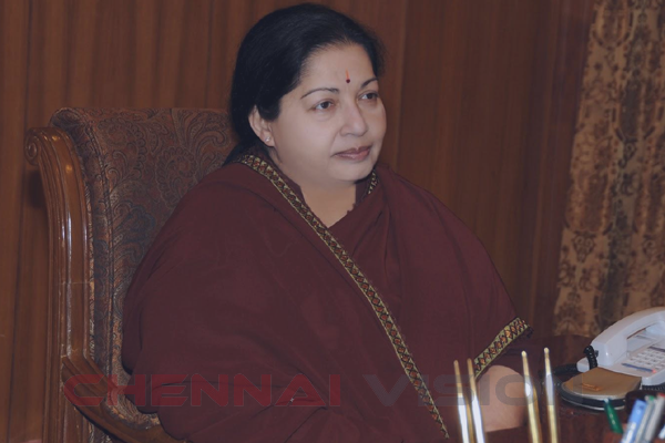 Jayalalithaa reviews power situation of TN