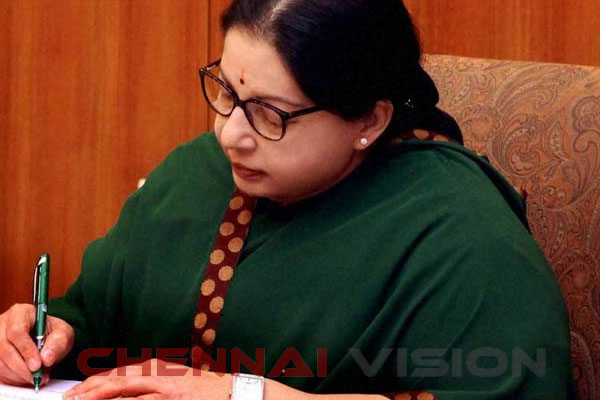 Lanka arrests 7 TN fishermen, Jaya writes to Modi
