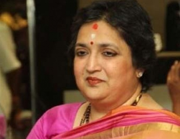 SC issues notice to Latha Rajinikanth