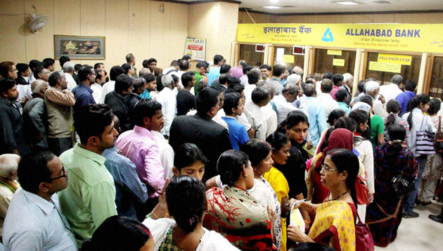 Huge queues in front of banks to exchange Rs 500, Rs 1000 notes