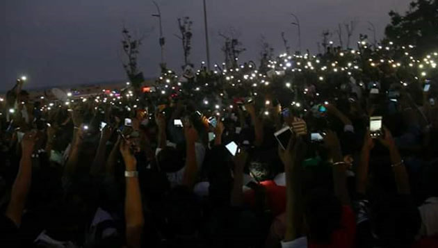 Over 5000 stage overnight protest at Marina for Jallikattu