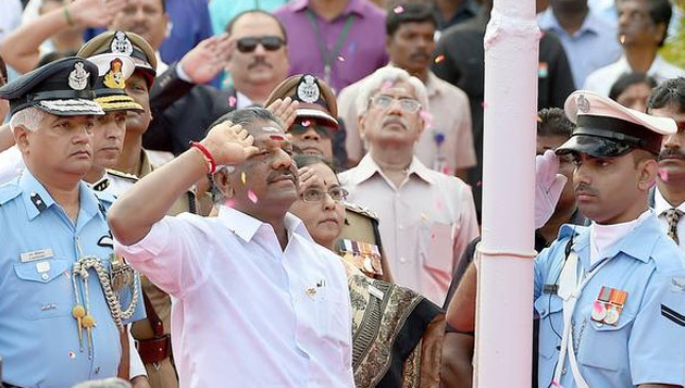 Panneerselvam becomes first TN CM to hoist national flag on R-Day