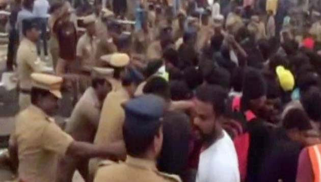 Violence in Marina: Cops lathicharge, protesters torch police station