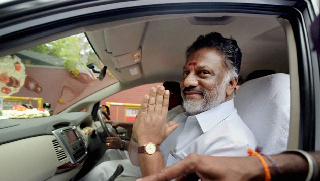 As support increases for OPS, Sasikala shifts to action mode