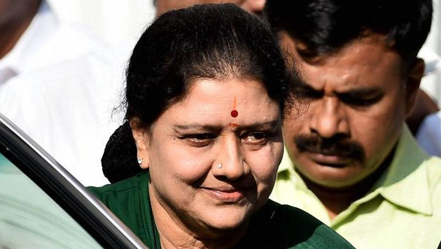 Sasikala holds crucial discussions with party leaders
