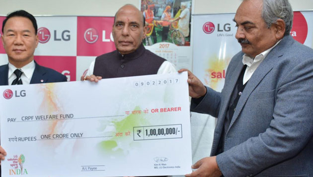 Union Home Minister receives a cheque of Rs. One Crore for CRPF Welfare Fund