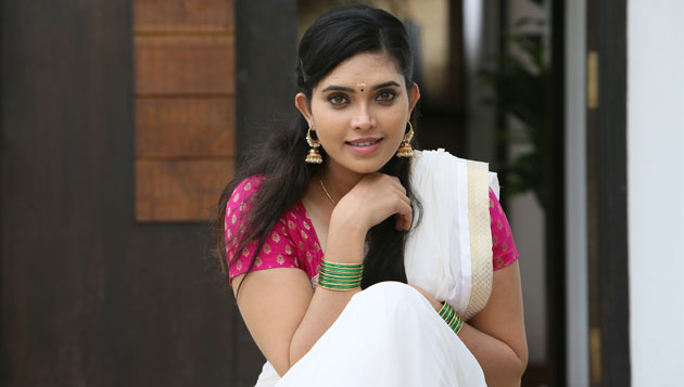 """""""I Reduced My Weight In 10 Days For Adhi Maedhavigal"""" says Ishara Nair"""