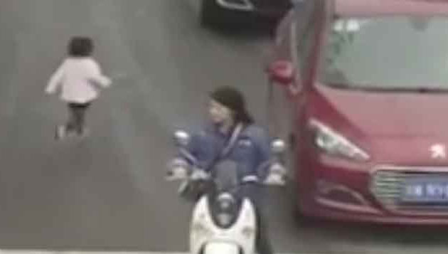 Two-year-old girl miraculously escaped in China