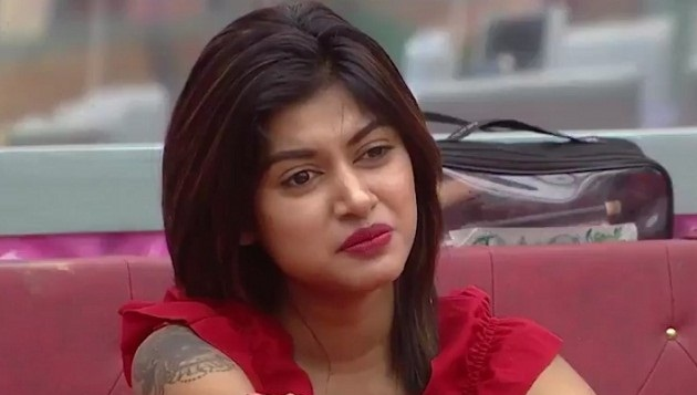 Cops summon Oviya for 'suicide attempt'