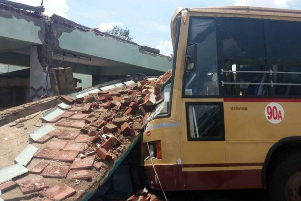 9 killed, many injured in Coimbatore bus stand roof collapse