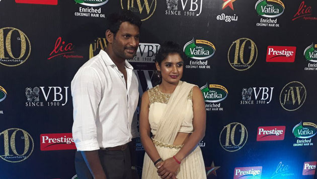 Actor Vishal breaks the ice gracing awards ceremony to honour Mithali Raj