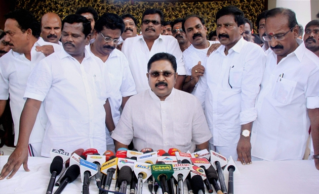 MLAs disqualification case adjourned to Nov 2, notice ordered to TN govt on Jaya house case