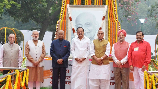 """President, Vice President, PM offers floral tributes to Sardar Patel on his birth anniversary; PM flags off """"Run For Unity"""""""