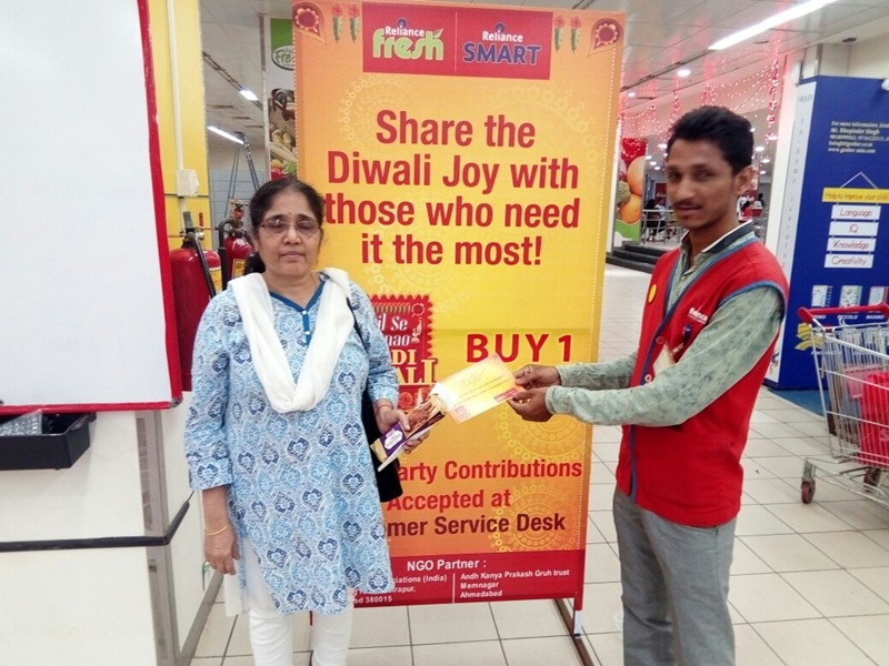 Reliance SMART encourages a generous Diwali with 'Buy One Give One'; transforms the popular 'Buy One Get One' Free Promotions into a noble initiative.