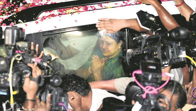 Sasikala reaches Chennai on parole, strict restrictions in place