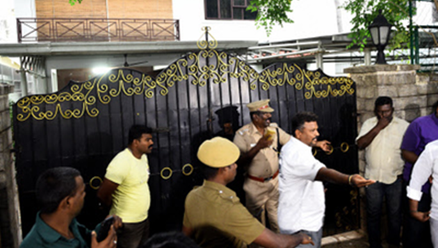 Raids on Sasi clan: I-T officials find Rs 1,430 cr undeclared wealth
