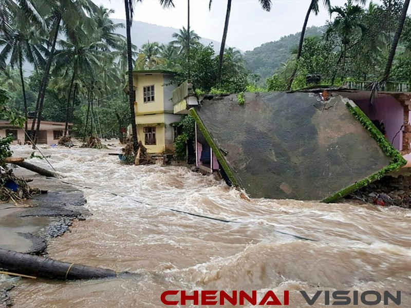 TN CM announces additional Rs 5 crore for Kerala flood relief